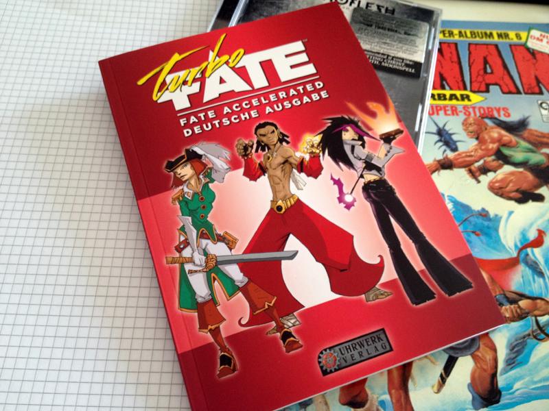 Am Donnerstag 30.04.2015 ist Turbo-Fate im Handel erhältlich. Auf Fate Core müssen wir produktionsbedingt noch etwas warten aber dafür kann man mit Turbo-Fate ja schon mal loslegen. Am selben Tag […]